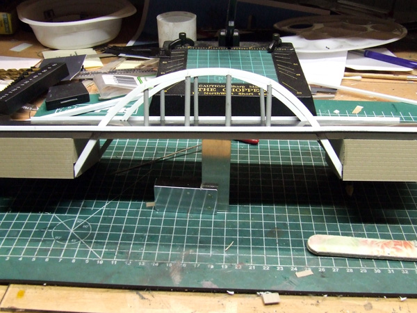 how to build a bridge with fence in n-scale
